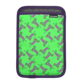 El modelo verde y púrpura Dapple el Dachshund Funda De iPad Mini