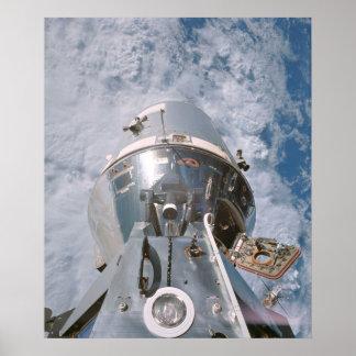 El módulo de comando de Apolo 9 atracó con el módu Posters