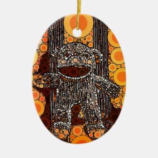 El mono anaranjado enrrollado del calcetín circund ornamento de navidad