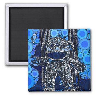 El mono azul enrrollado del calcetín circunda arte imán cuadrado
