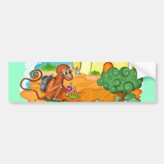 El mono con la cola larga embroma a la pegatina pa pegatina para auto