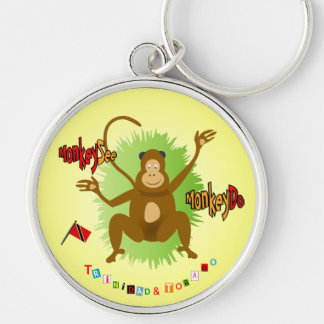 El mono de Trinidad and Tobago ve el mono hacer Llavero Redondo Plateado