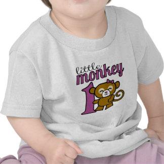 El mono del chica es 1 camiseta