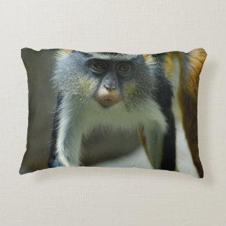 El mono del lobo lindo de Guenon Cojín Decorativo