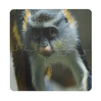 El mono del lobo lindo posavasos de puzzle