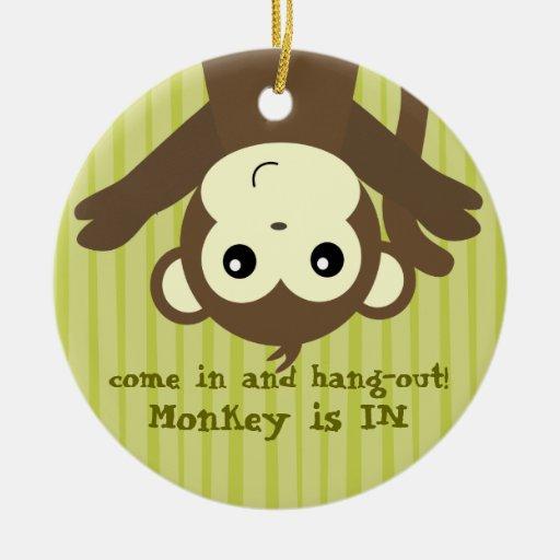 El mono es in.out adorno redondo de cerámica