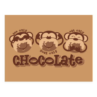 El mono ve el chocolate tarjeta postal