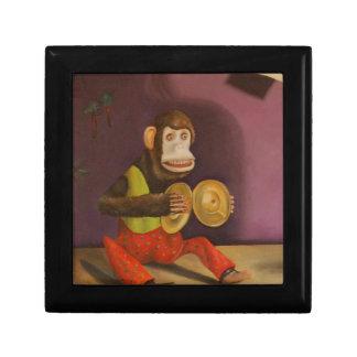 El mono ve el mono hacer cajas de joyas