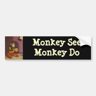 El mono ve el mono hacer pegatina para auto