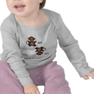 El mono VE el mono HACER Camiseta