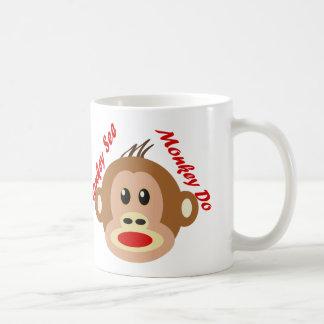 El mono ve el mono hacer taza