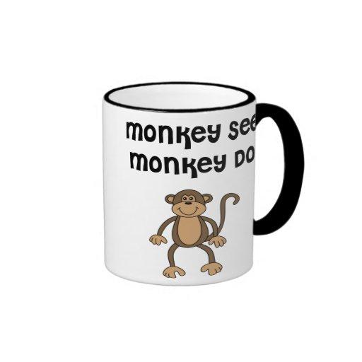 el mono ve la taza