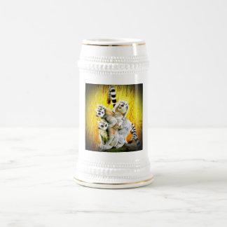 El mono ve, mono hace jarra de cerveza