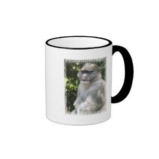 El mono ve, mono hace la taza de café