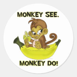 """El """"mono ve, mono hace"""" los pegatinas pegatina redonda"""