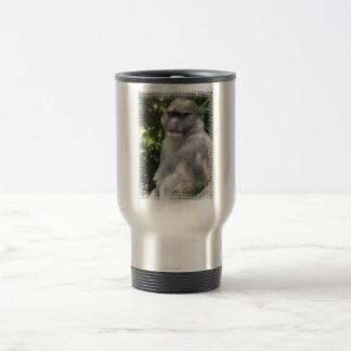 El mono ve, mono viaja taza