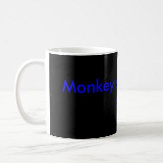 El mono ve que el mono hace taza