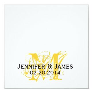 El monograma amarillo nombra el cuadrado de las invitación 13,3 cm x 13,3cm