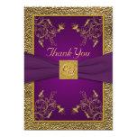El monograma de la púrpura real y del oro le invitación 12,7 x 17,8 cm