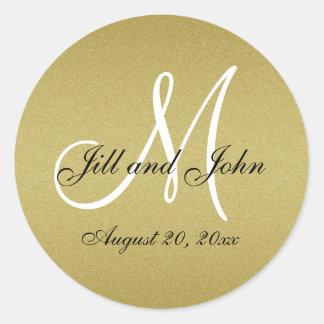 El monograma del boda del oro del brillo sella al pegatina redonda