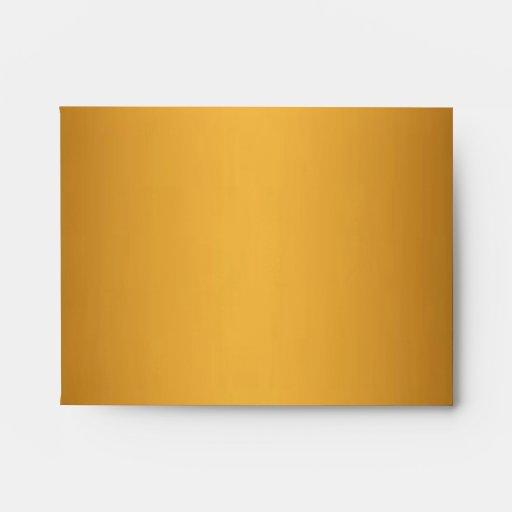 El monograma del leopardo del oro raya el sobre de