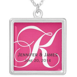El monograma K nombra la fecha los collares rosado