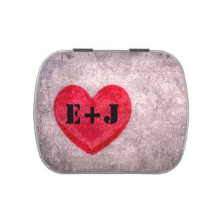 El monograma lavado a la piedra del corazón person latas de caramelos