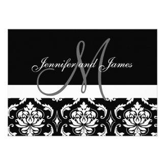 El monograma nombra invitaciones negras del boda d comunicados personales