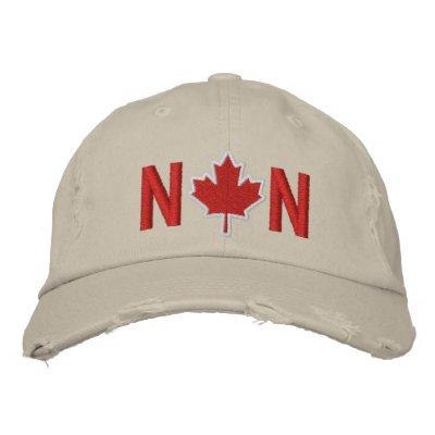 El monograma personaliza el bordado de la hoja de  gorra bordada