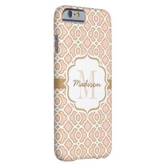 El monograma se ruboriza rosa y oro Quatrefoil Funda De iPhone 6 Barely There