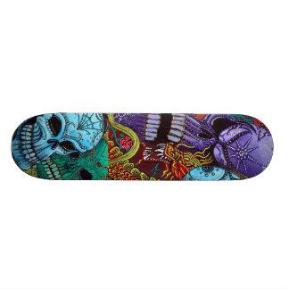 El monopatín de los guardas del dragón skate board