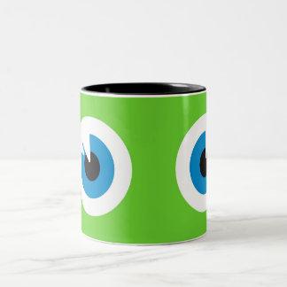 El monstruo observa la taza