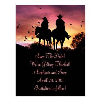 El montar a caballo de la vaquera y del vaquero tarjetas postales