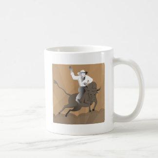 el montar del toro del vaquero del rodeo retro tazas de café