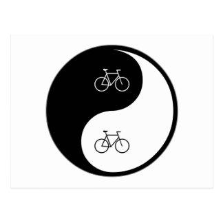 El montar en bicicleta de Yin Yang Tarjetas Postales