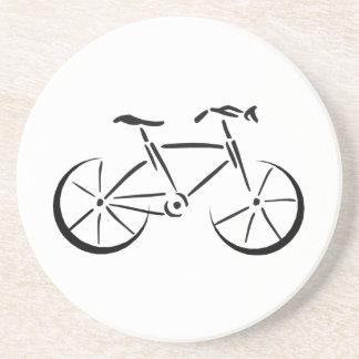 El montar en bicicleta posavasos cerveza
