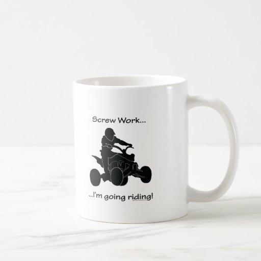 El montar que va del trabajo del tornillo… taza de café