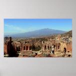 El monte Etna y Teatro Greco Póster