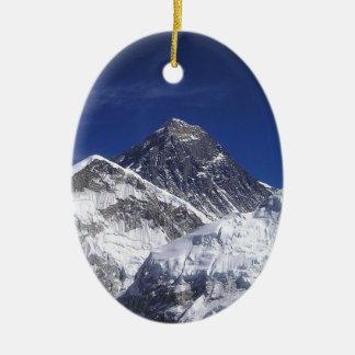 El monte Everest Adorno Navideño Ovalado De Cerámica