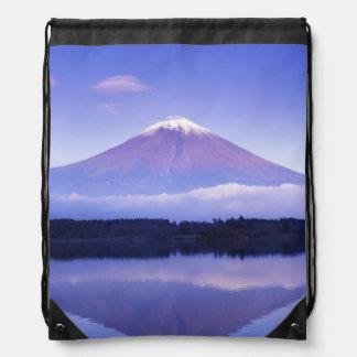 El monte Fuji con la nube lenticular, lago Motosu, Mochila