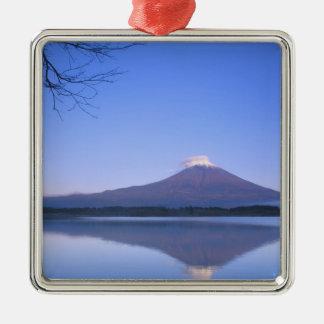 El monte Fuji del lago Motosu, Yamanashi, Japón Adorno Cuadrado Plateado
