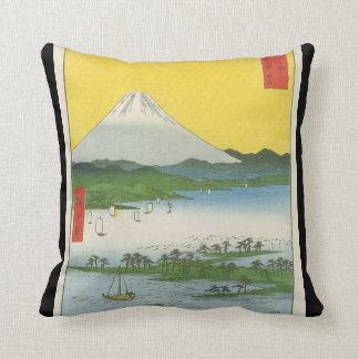 El monte Fuji en Japón circa 1800's Almohada