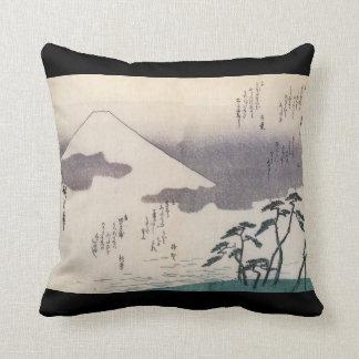 El monte Fuji hermoso en Japón circa 1800s Almohada