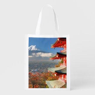 El monte Fuji vio de detrás la pagoda de Chureito Bolsas Para La Compra