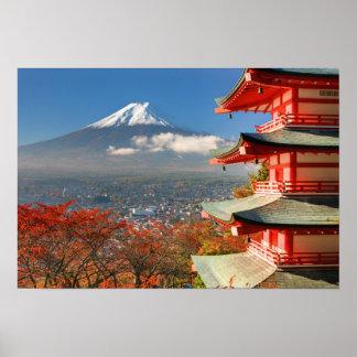El monte Fuji vio de detrás la pagoda de Chureito Póster