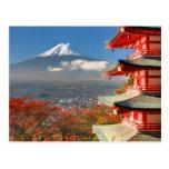 El monte Fuji vio de detrás la pagoda de Chureito Postales