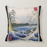 El monte Fuji vio del agua circa 1800's Almohada