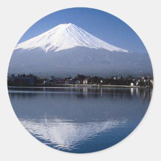 El monte Fuji y reflexión en el lago Kawaguchi, Pegatina Redonda