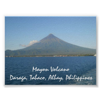 El Monte Mayon famoso en poster del verano
