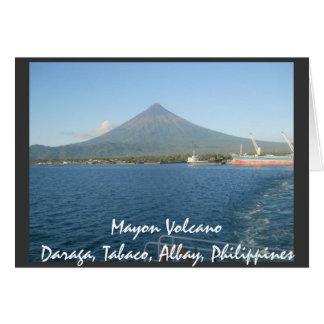 El Monte Mayon famoso en tarjeta del verano